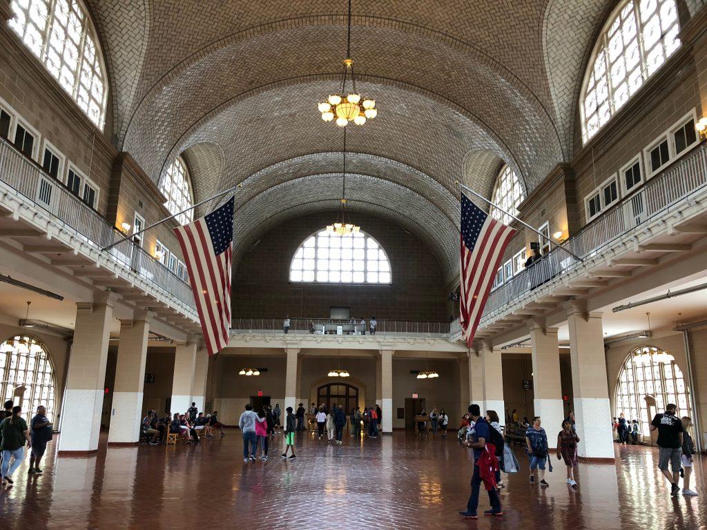 V koľkých filmoch sa objavila táto hala z Ellis Island?