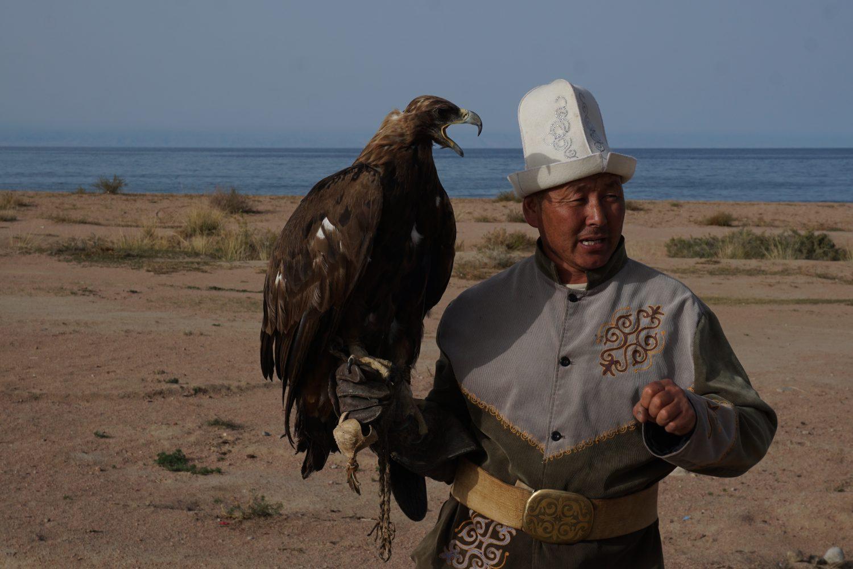 Tradičný lovec s orlom