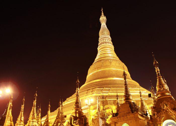 Shwedagon Pagoda v noci
