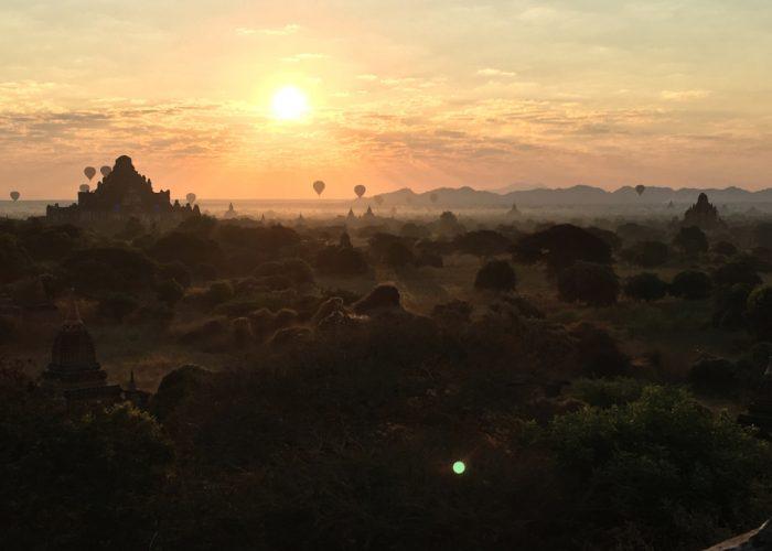 Východ slnka v Bagane